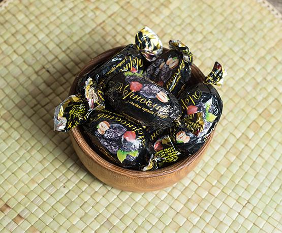 Конфеты «Чернослив с лесным орехом в глазури»