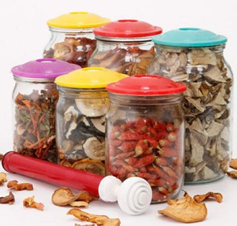 Как правильно хранить сухофрукты и орехи